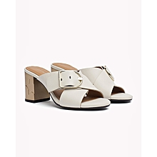 f3bdfd32475b25 Tommy Hilfiger Ladies Dark Blue Shoe. ₦ 25