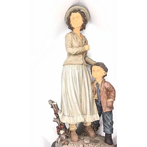 Figurine : Tall Lady With School Boy