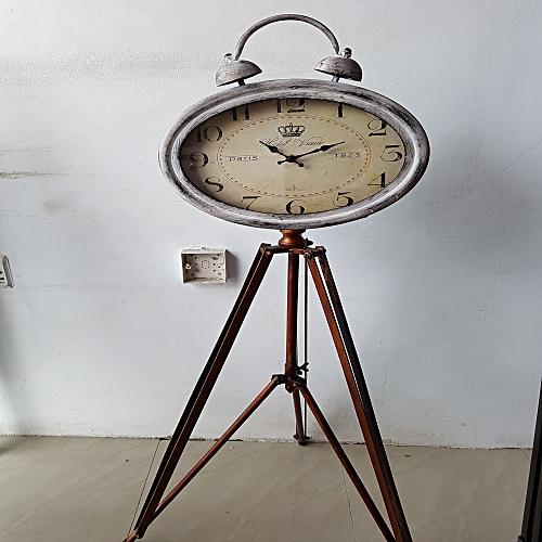 Triple Stand Clock