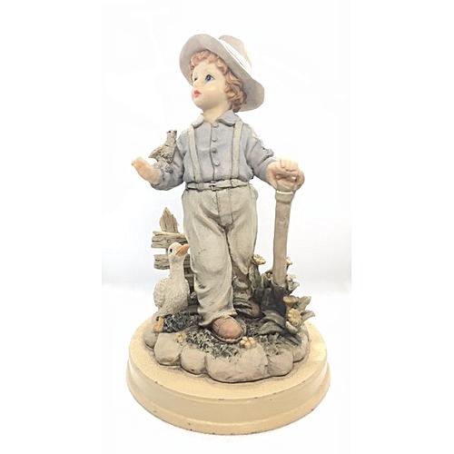 Figurine : Boy With Shovel And Ducks