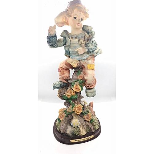 Figurine : Boy On Tree