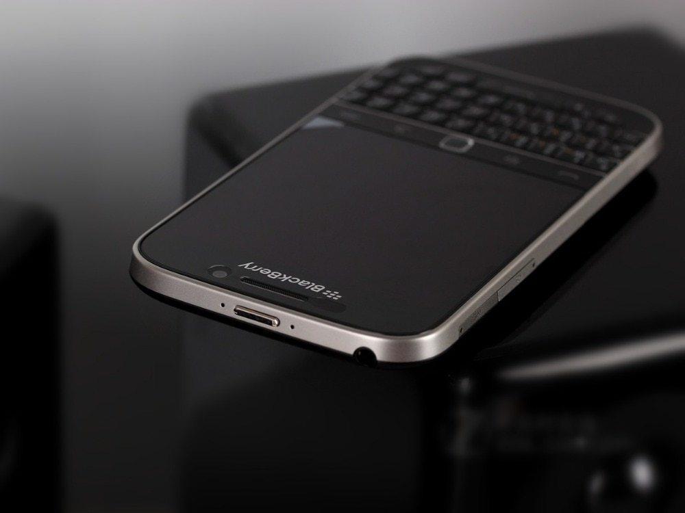 Blackberry Q20 Inch 16GB ROM 2GB RAM 4G LTE 8MP Dual Core WIFI  Refurbished phone black 3