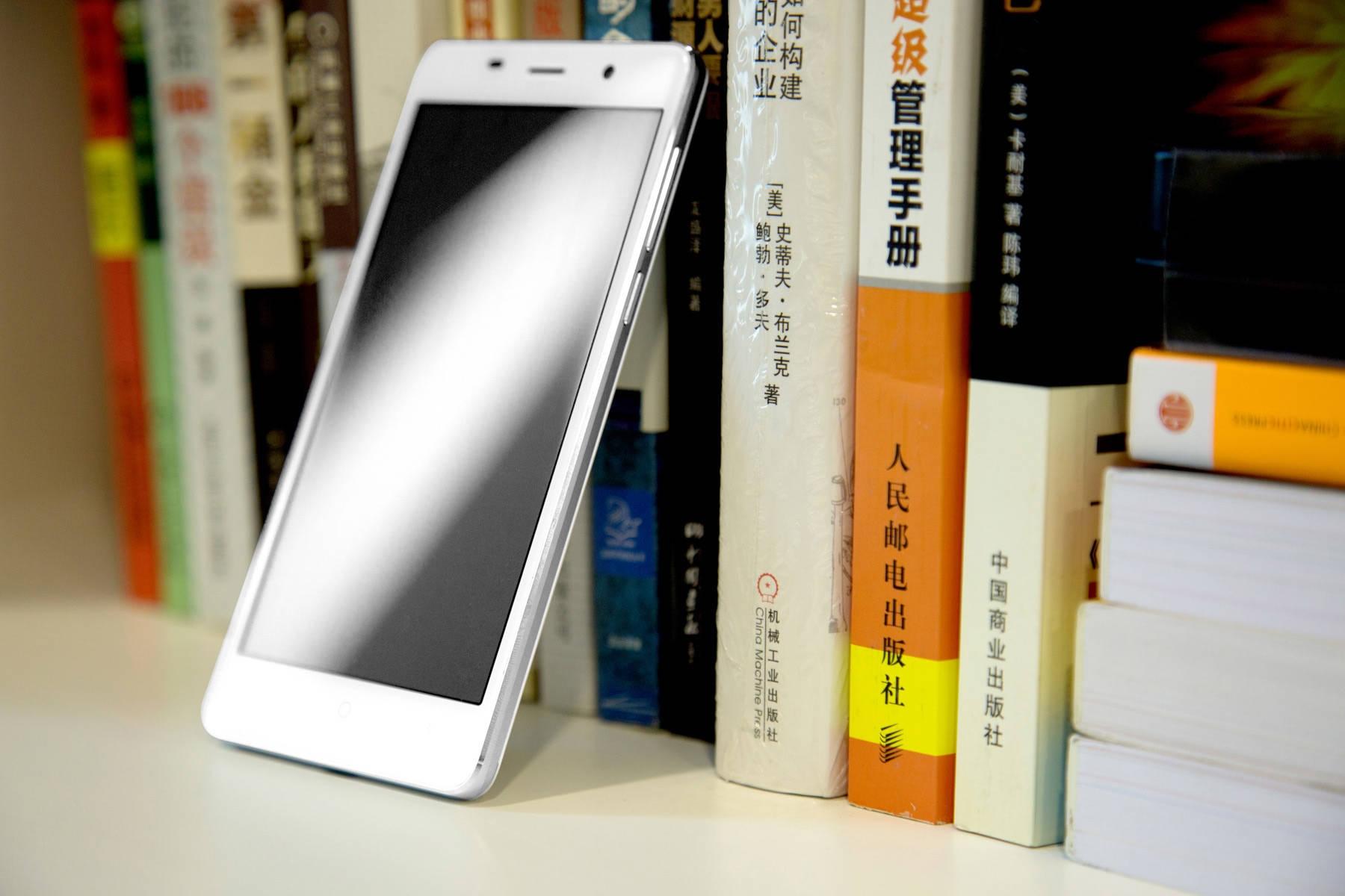 Leagoo M5 Android 6.0 2.5D Arc 5.0 inch Corning Gorilla Glass 4 Screen 3G Smartphone MTK6580 1.3GHz Quad Core 2GB RAM 16GB ROM Finggerprint Scanner GPS Bluetooth 4.0