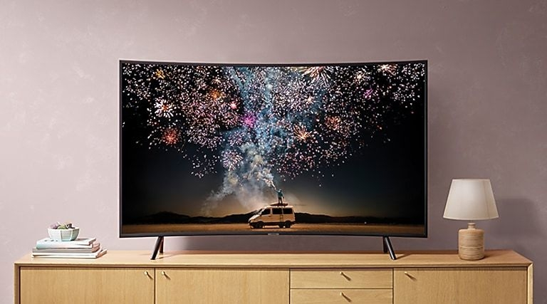Captivating 4K with an immersive curve