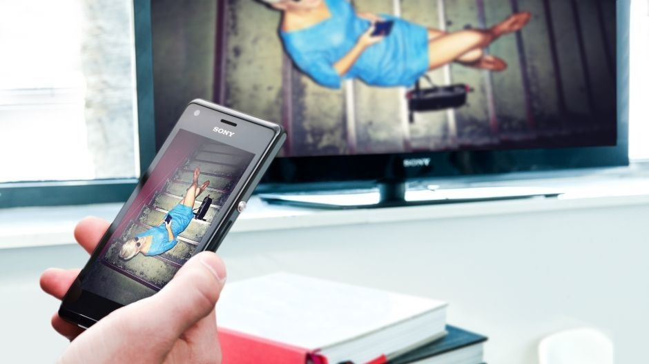 View content from your Xperia M dual NFC phone on your TV – just touch your BRAVIA remote control.