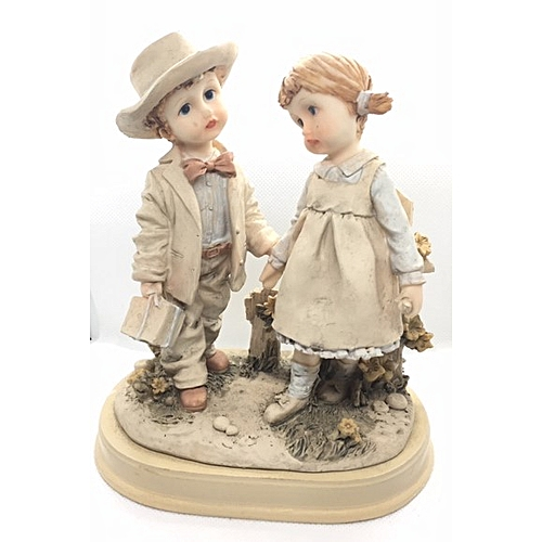Figurine : Boy With Gift Box Holding A Girl