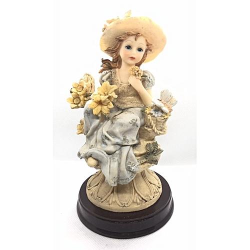 Figurine : Girl On Pedestal Throwing Flowers