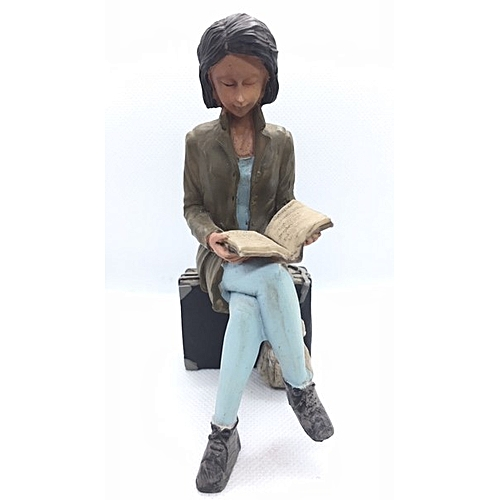 Figurine : Girl On Luggage Reading