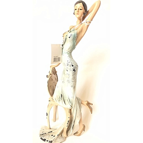 Figurine : Tall Lady With One Knee On Chair