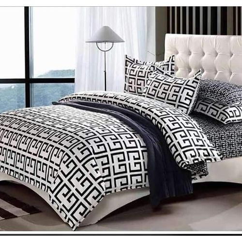 Classic Design Bedsheet With Pillowcases