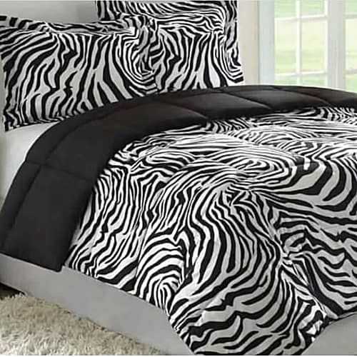 Black And White Bedsheet With Four Pillow Case