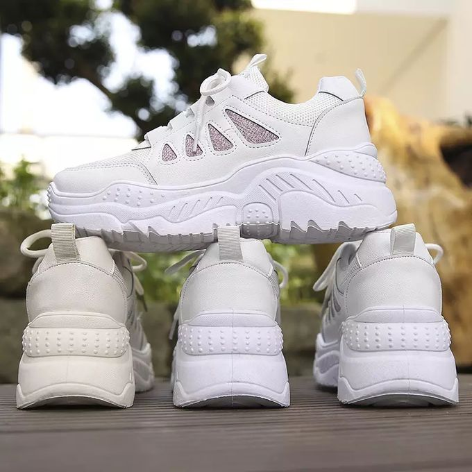 Fashion Ladies Outfit Sneaker White Fit